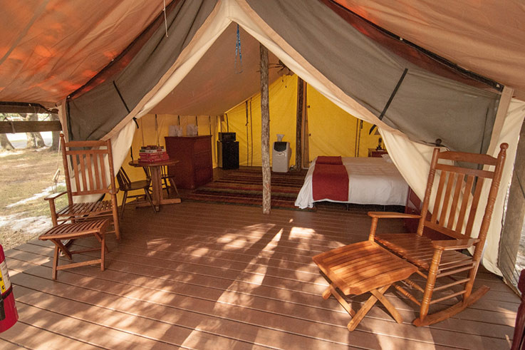 wg-river-ranch-glamping-tent-king-bed-v2-737